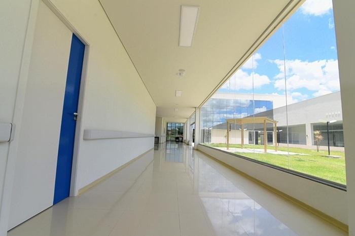 Em Posse, governador garante inauguração da Policlínica em fevereiro